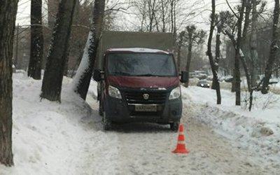 В Череповце «Газель» сбила женщину на тротуаре