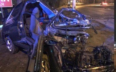 В Магнитогорске автомобиль врезался в столб: водитель погиб