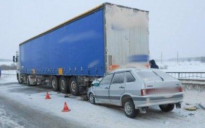 Молодой водитель ВАЗа погиб в ДТП с грузовиком в Удмуртии