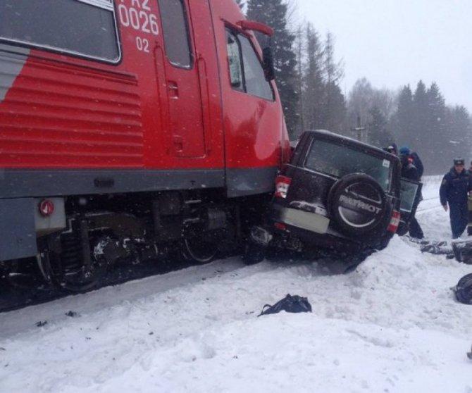 Четыре человека погибли в ДТП на переезде в Брянской области
