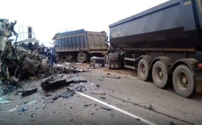 В ДТП с грузовиками на Кубани погибли два человека (1)