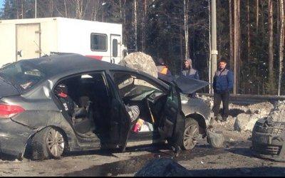 На «Скандинавии» грузовик завалил иномарку камнями – тяжело пострадал 2-летний ребенок