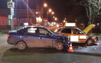 Двое взрослых и младенец пострадали в ДТП с такси на Ставрополье