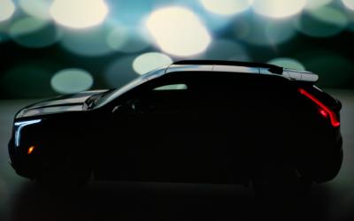 Официальный тизер нового кроссовера Cadillac XT4 появился в Сети