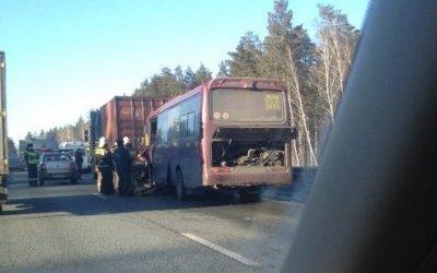 Рейсовый автобус попал в ДТП в Алтайском крае