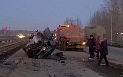 В Уфе в ДТП со снегоуборочным КамАЗом погибла 20-летняя девушка