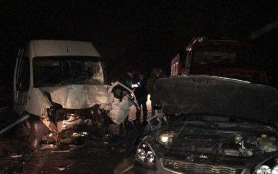 Четыре человека погибли в ДТП с микроавтобусом под Курском