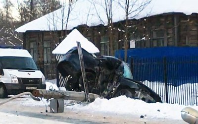 В Ломоносове машина врезалась в столб – погибла девушка