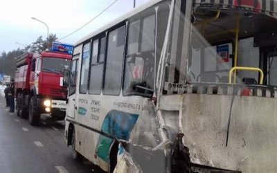 Пять человек пострадали в ДТП с автобусом в Тосненском районе Ленобласти