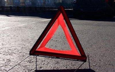 В Ростовской области иномарка врезалась в столб: пострадали две девочки