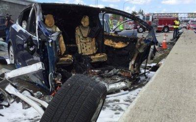 В США после смертельной аварии с Tesla засомневались в безопасности аккумуляторов для электромобилей