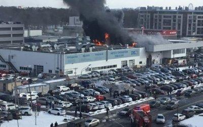 В Санкт-Петербурге произошел крупный пожар в автоцентре