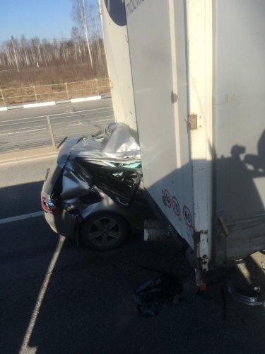 Водитель иномарки погиб в ДТП с фурой в Ярославской области (1)