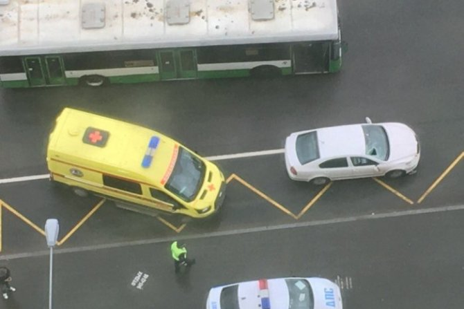 В Петербурге иномарка сбила молодого человека