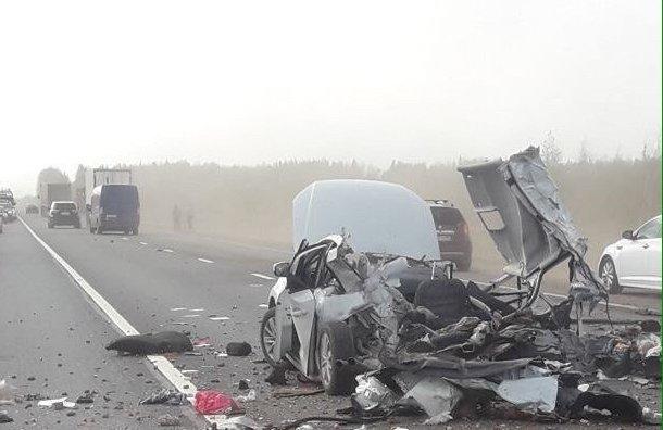 Три человека погибли в ДТП с грузовиком в Новгородской области (2)