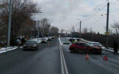 Женщина и ребенок пострадали в массовом ДТП в Челябинске