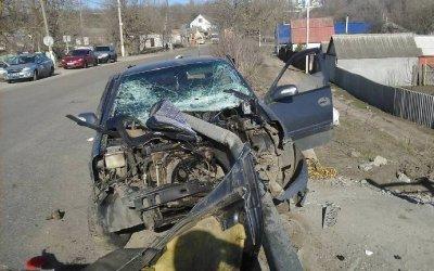 В Боброве иномарка врезалась в забор – погибла девушка-водитель