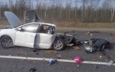 Три человека погибли в ДТП с грузовиком в Новгородской области