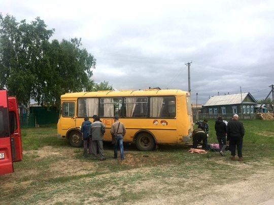Школьный автобус насмерть сбил женщину в Самарской области (2)