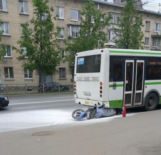 В Колпинском районе Петербурга в ДТП пострадал мотоциклист (1)