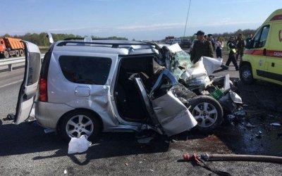 Шесть человек погибли в ДТП с трактором в Башкирии