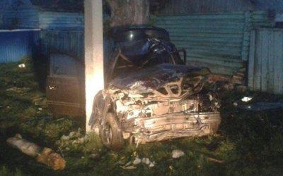 В Башкирии иномарка врезалась в столб - погиб молодой водитель