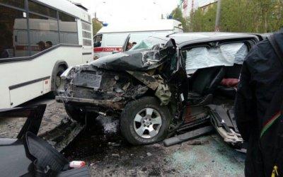 Десять человек пострадали в ДТП с автобусом в Мурманске
