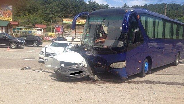 В ДТП с автобусом в Алуште погиб человек (2)