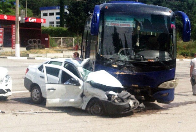 В ДТП с автобусом в Алуште погиб человек (3)