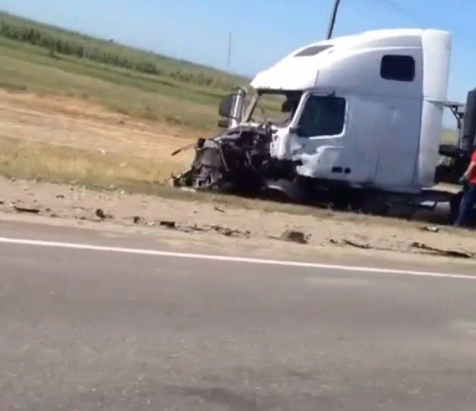 В ДТП с микроавтобусом под Славянском-на-Кубани погибли люди (2)