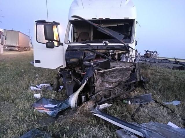 В ДТП с микроавтобусом под Славянском-на-Кубани погибли люди (3)