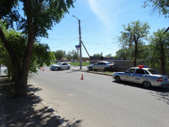 Мать с сыном пострадали в ДТП в Астрахани (1)