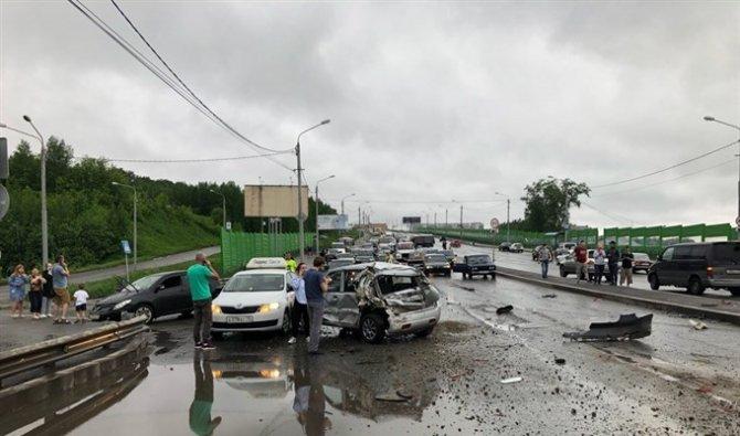 Более 10 автомобилей попали в ДТП в Томске (2)