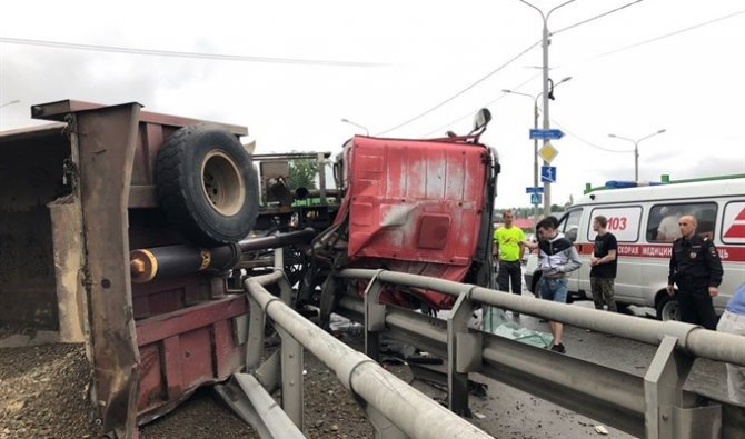 Более 10 автомобилей попали в ДТП в Томске (3)