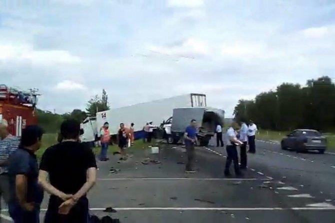 Один человек погиб и четверо пострадали в ДТП в Саратовской области
