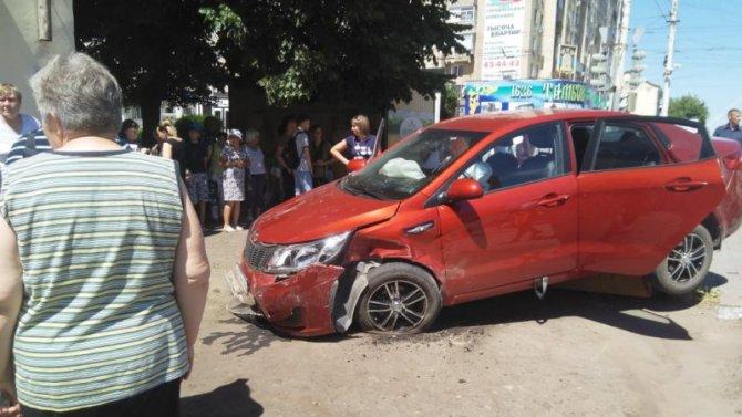В Тамбове KIA сбила женщину на тротуаре (2)