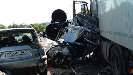 Четыре человека погибли в массовом ДТП в Пензенской области (3)