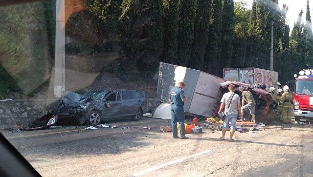 В ДТП под Алуштой пострадали три человека (3)