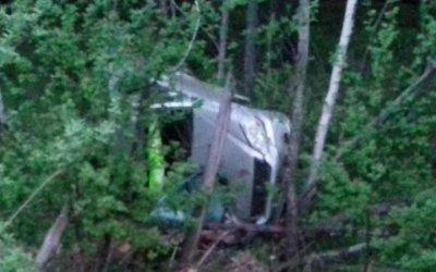 В Поронайском районе в опрокинувшемся автомобиле погиб человек
