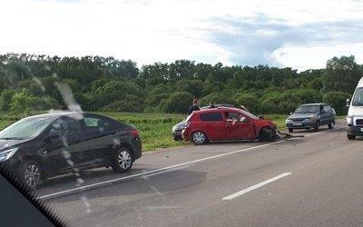 Пять машин сошлись в ДТП под Тверью