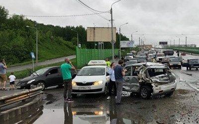 Более 10 автомобилей попали в ДТП в Томске
