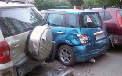 В Красноярске толпа устроила самосуд над пьяным инвалидом, разбившим более 10 машин