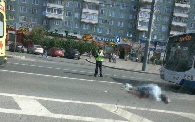 В Петербурге троллейбус насмерть сбил пешехода
