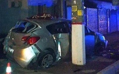В Симферополе иномарка снесла ограждение у магазина и вылетела на тротуар