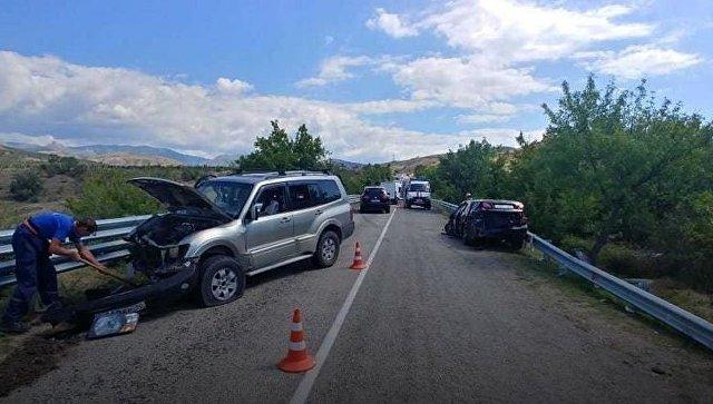 Шесть взрослых и пять детей пострадали в ДТП в Крыму (2)