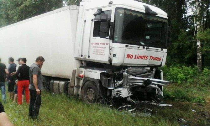 Два человека погибли в ДТП с фурой под Вольском (2)