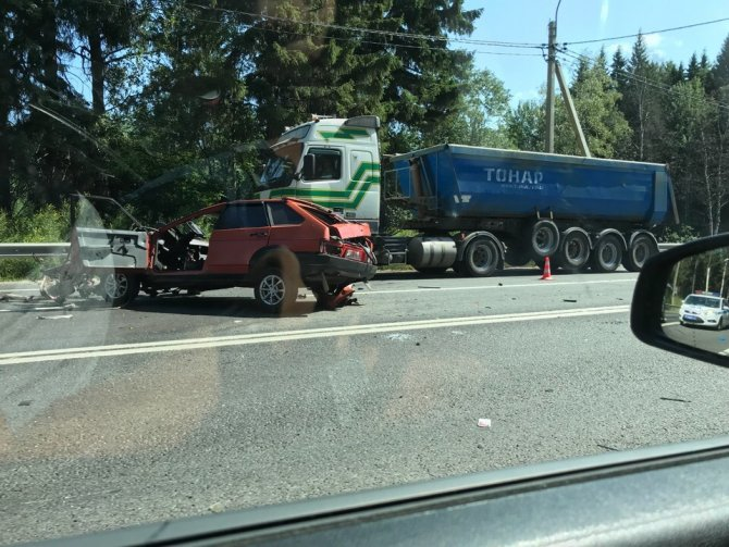 Водитель ВАЗа погиб в ДТП в Ленобласти (2)