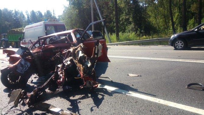 Водитель ВАЗа погиб в ДТП в Ленобласти (1)