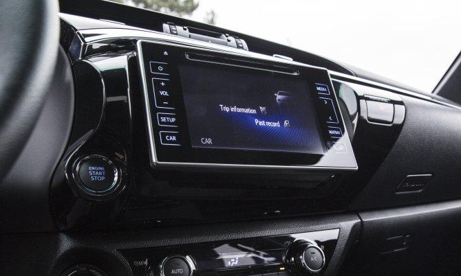 Юбилейный пикап Toyota Hilux Exclusive 2018 5