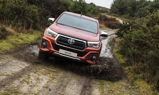Юбилейный пикап Toyota Hilux Exclusive 2018 1